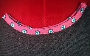 Fertiger einfacher runder Halsausschnitt