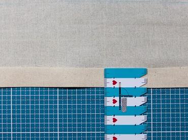 Untere Kante auf zwei Zentimeter links auf links umbügeln