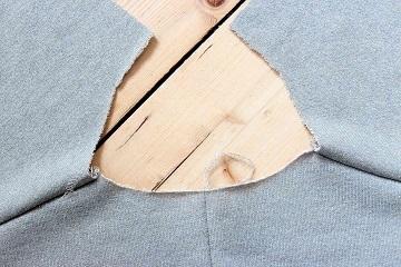 Halsausschnitt des Blazers.
