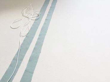 Zwei Seitenstreifen mit Seil.